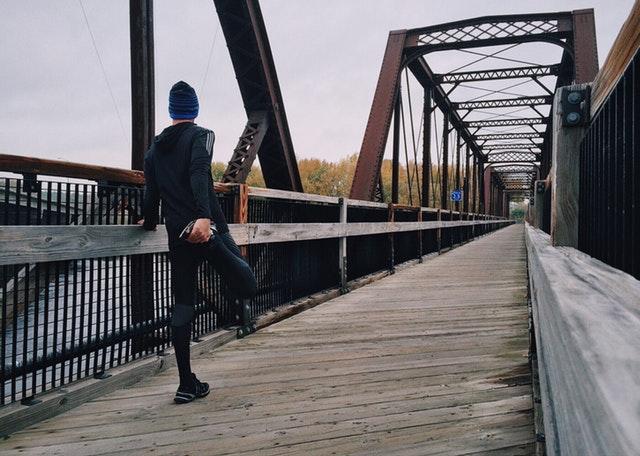 Bežec na moste, príprava na beh.jpg