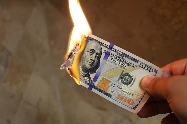 pálení peněz.jpg