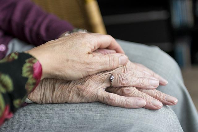 staré ľudské ruky.jpg