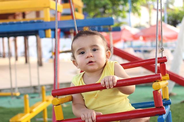Dieťa na ihrisku.jpg