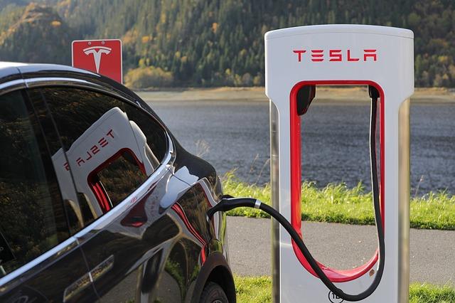 Auto Tesla.jpg