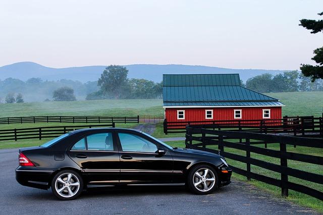 Auto pred stodolou.jpg