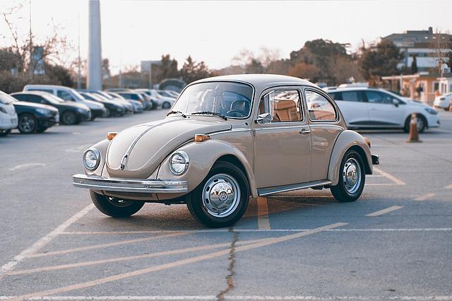 Starý automobil.jpg