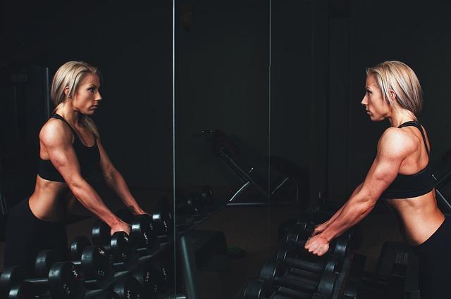 Žena pri cvičení.jpg