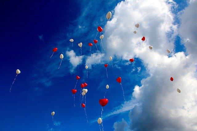 lietajúce balóny letia.jpg