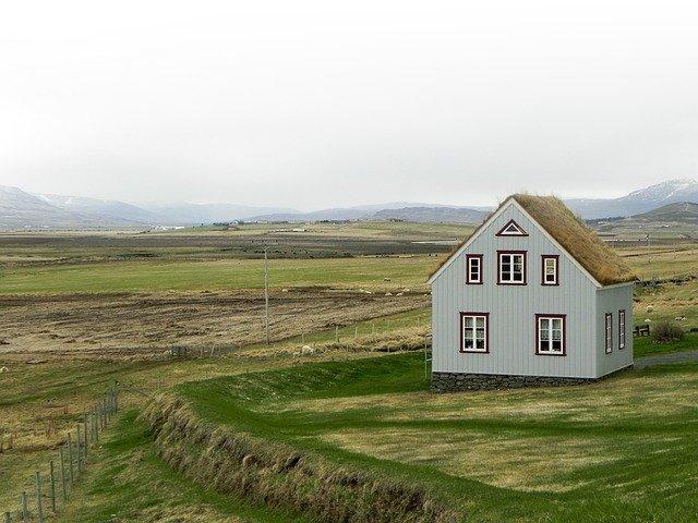 malý domček na rovine.jpg